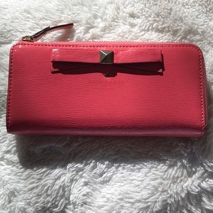 kate spade Bags - ♠️ Kate Spade Beacon Court leather wallet ♠️